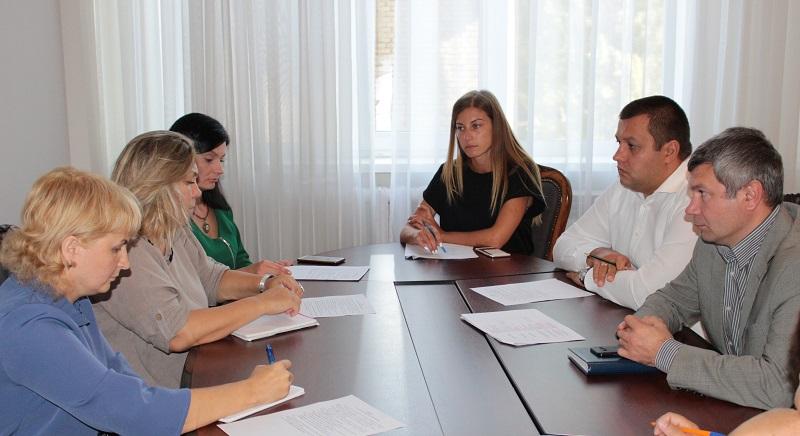 Стосунки держави і ВПО: дискусія у Держмолодьжитлі про житлові аспекти