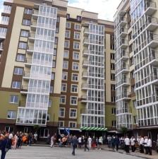 Відразу 55 квартир у Горішніх Плавнях отримали власників завдяки житловим програмам